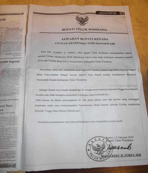 Full-page apology from the district head in a Papua newspaper